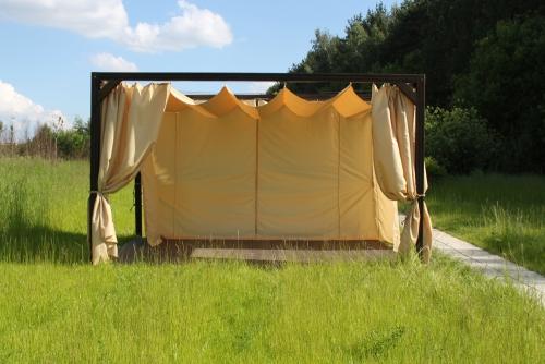 Беседка из шатра